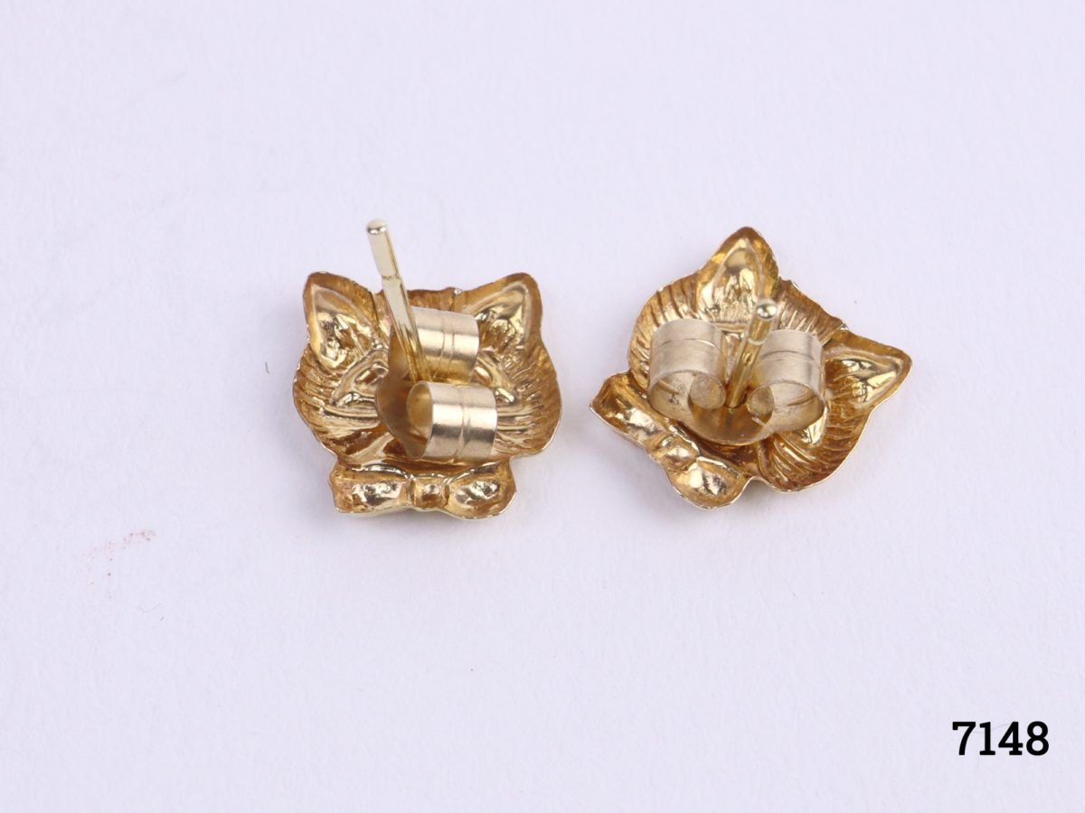 9 Carat gold cat stud earrings featuring the head of a cat with bow tie on each earring. Butterfly back fastening Photo of back of earrings