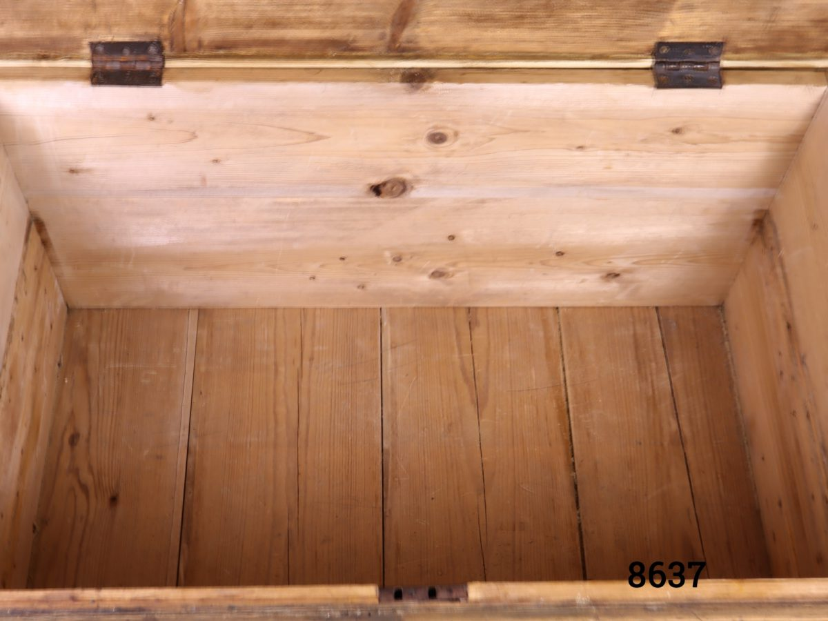 Large vintage pine blanket box with metal drop handles Lock with no key Close up photo of the interior of box
