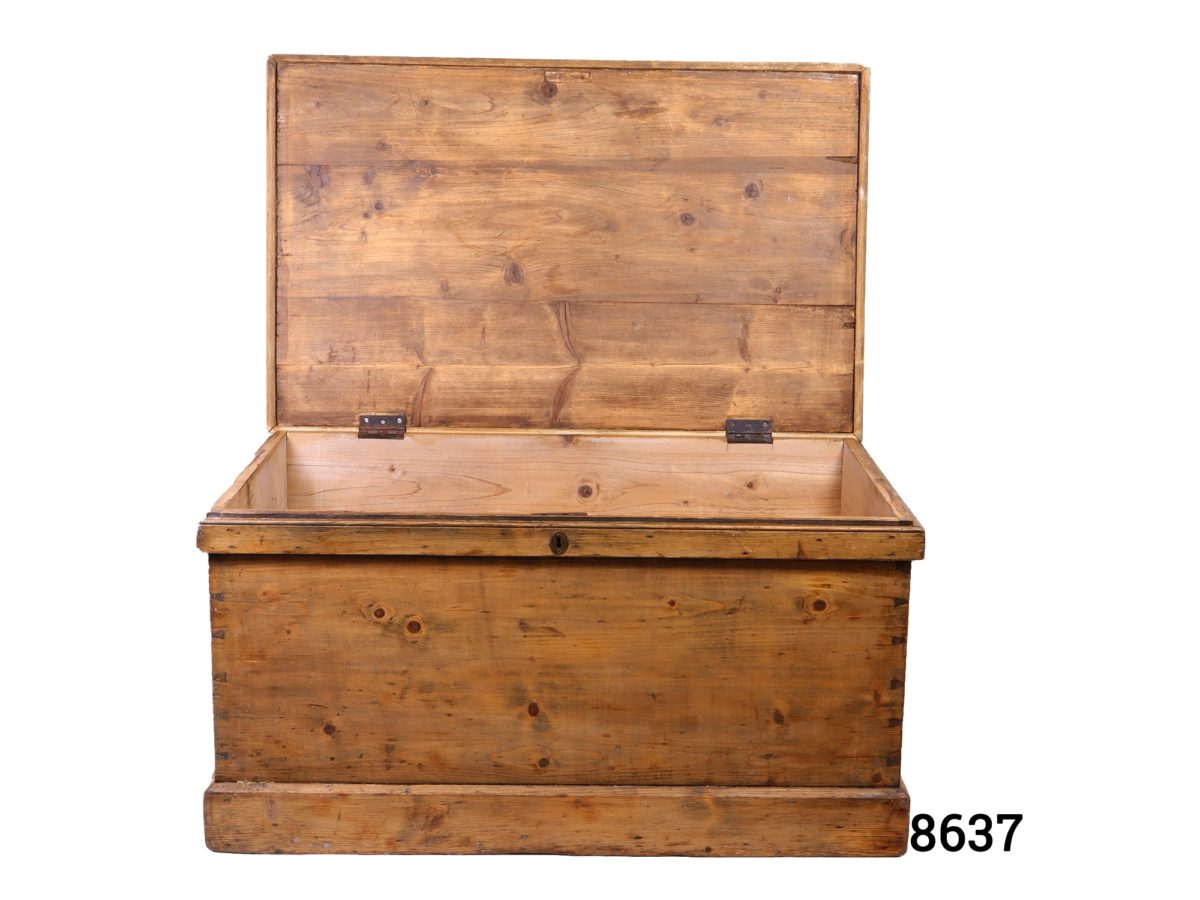 Large vintage pine blanket box with metal drop handles Lock with no key Photo of front of box with lid open