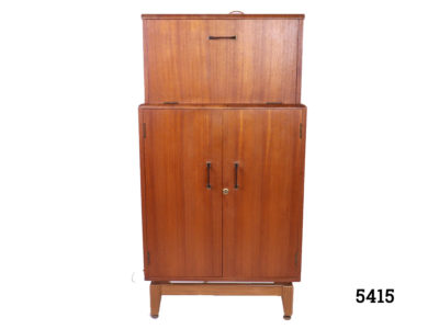 Retro Turnidge drinks cabinet 1960s-70s Retro drinks cabinet by London cabinet makers Turnidge in teak Mirror at back on the top with working lights (PAT tested) and lockable bottom section Top section measures 555mm wide by 305mm high Main photo showing closed cabinet seen from the front